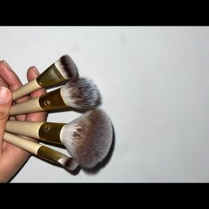 Lot of 4 ecotools brushes used